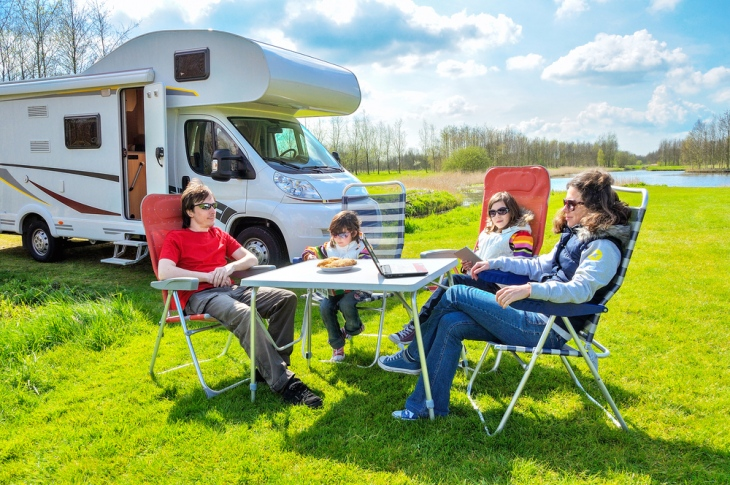 How To Save Money While Travelling With RV