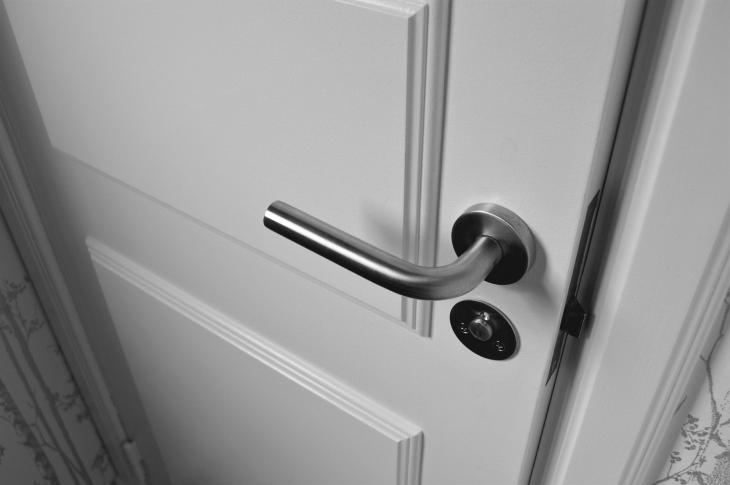 How To Choose The Best Burlington Door Replacement Contractors